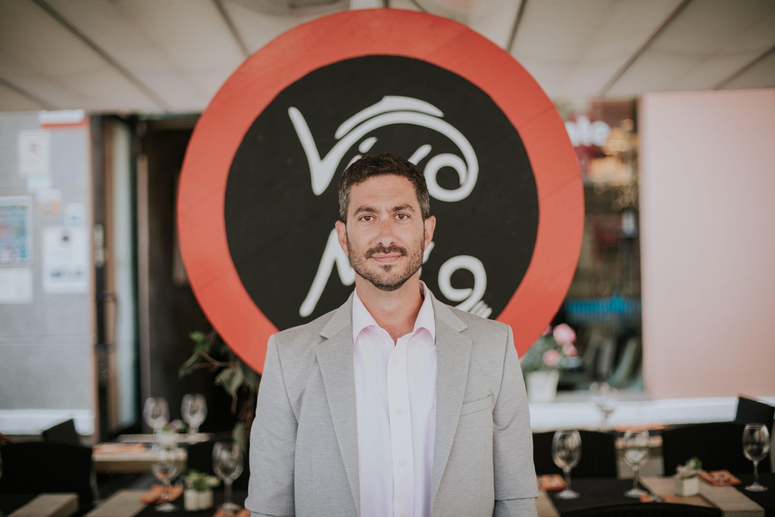 nuestro empleado : FABIO : restaurante Vino Mio Malaga